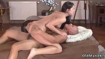 Смотреть порно пока жена в душе