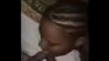 Девушка бреет пизду видео