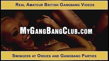 Порно жену трахнули в ночном клубе