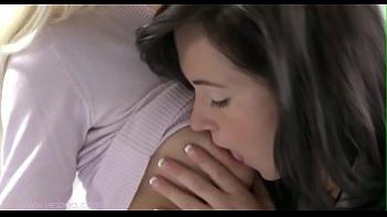 Домашний секс взрослой женщины с молодым