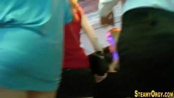 Девушка ласкает волосатую пизду