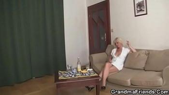 Голые девушки в бане порно видео