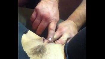 Крепкий негр кончил горячей спермой в задницу светлой давалки